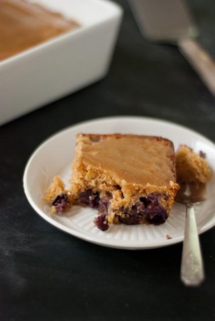 blueberry-maple-cake-recipe-550x821