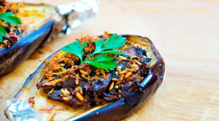 Stuffed-Aubergines-with-Garlic-Sauce-Vegetarian-Recipe