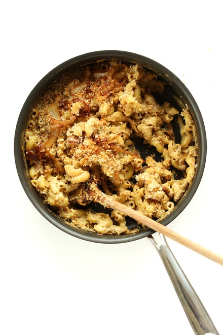 10-ingredient-Vegan-Caramelized-Onion-Mac-n-Cheese-with-Panko-Bread-Crumbs.-Cashew-free-so-simple-and-delicious-and-SO-healthy-