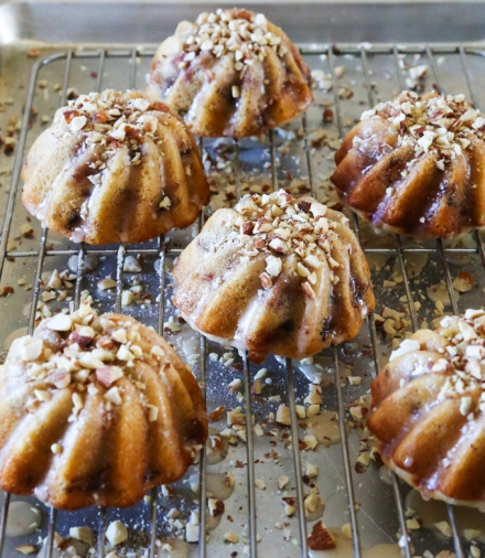 Fig-Cakes-with-Vanilla-Glaze